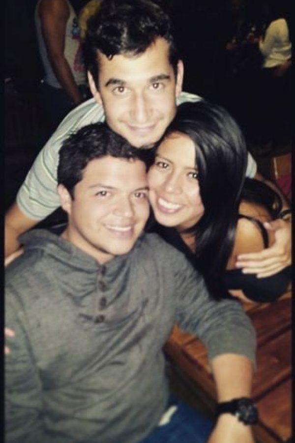 Víctor Ávila y sus dos mejores amigos, Josué Sánchez y Lucy Ramos. Foto:Facebook