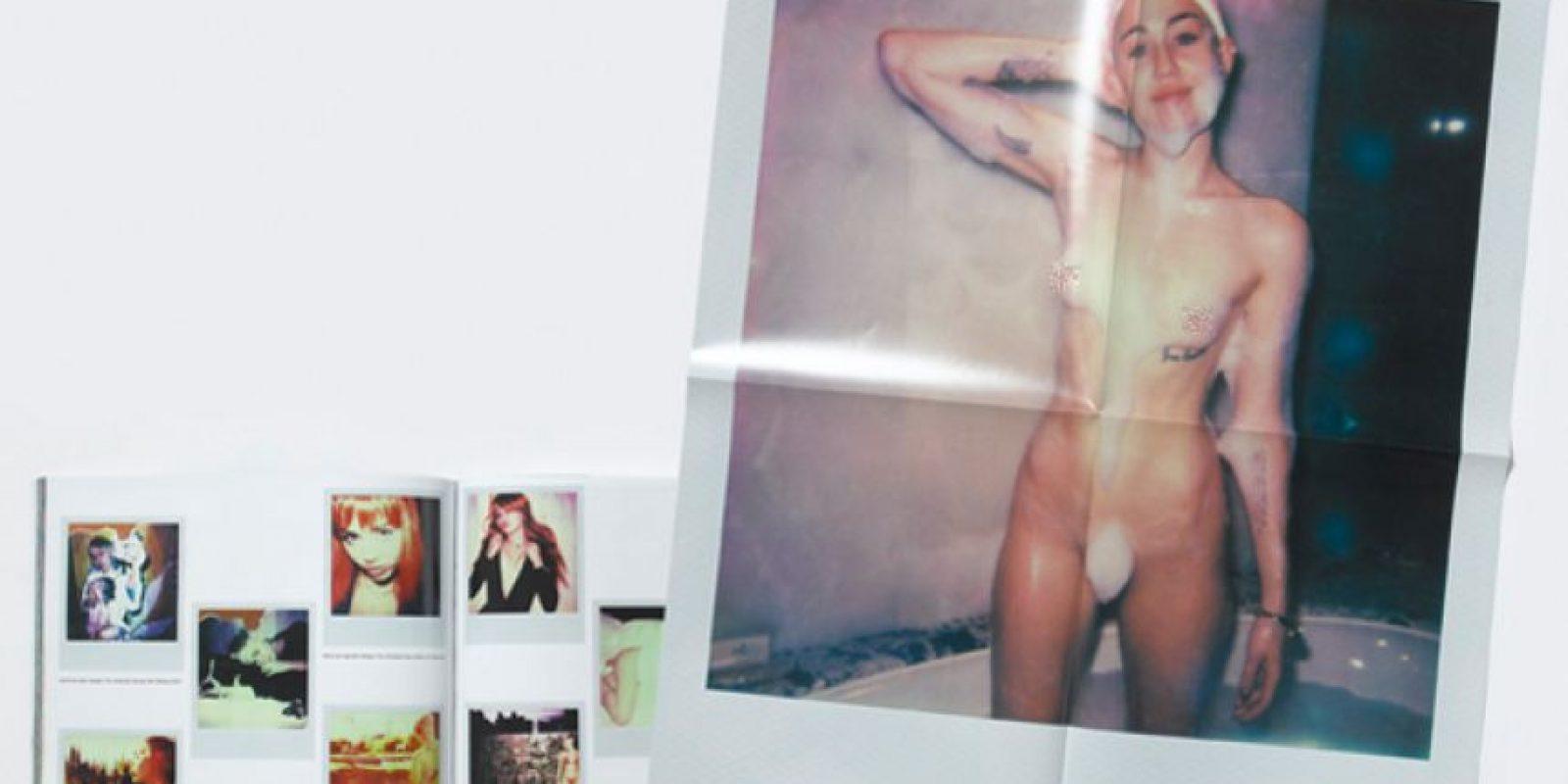 """Ahora la controversial artista muestra unas imágenes personales en la revista """"V"""" donde deja ver con muy poca ropa y muy sensual Foto:V Magazine"""