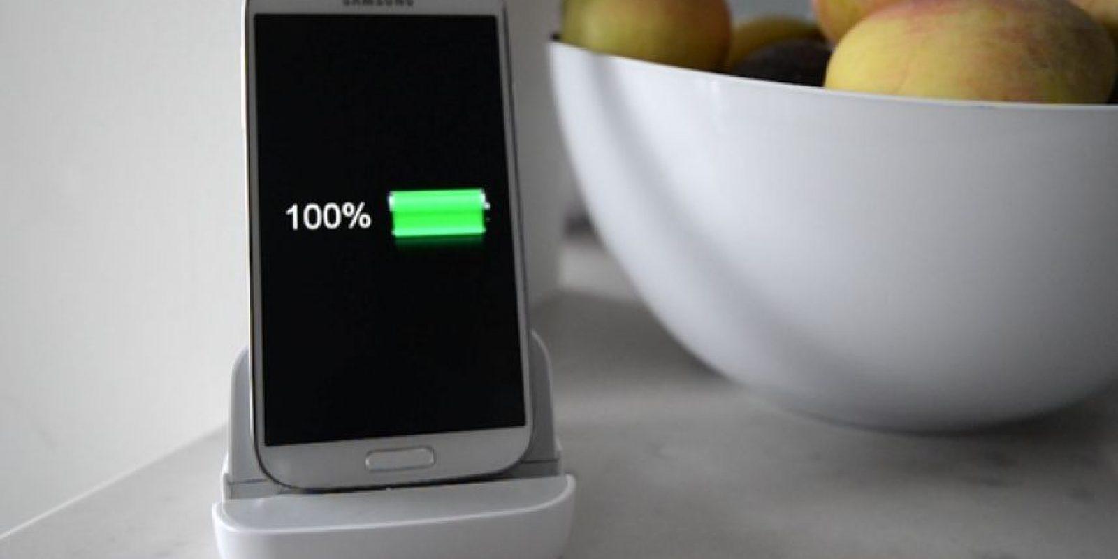 Cuenta con un cable de alimentación, ya que funciona como un cargador de batería para el smartphone. Foto:Kickstarter/Andromium