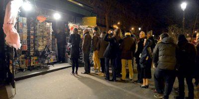 Largas filas hicieron los franceses para obtener un ejemplar. Foto:Publimetro Francia