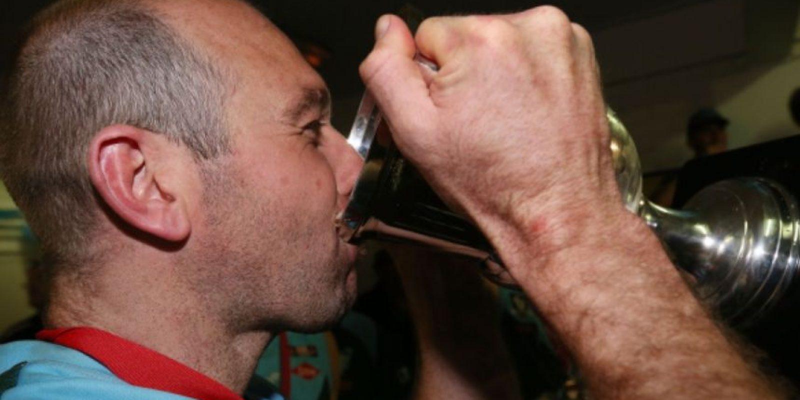 Se considera consumo de riesgo de alcohol a consumir más de 14 bebidas por semana, en el caso de las mujeres, y más de 21 para los hombres. Foto:Getty Images
