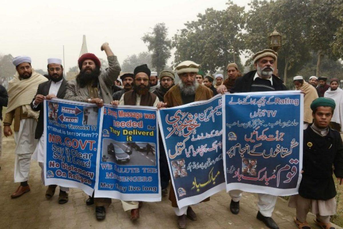 Residentes de Pakistán rinden tributo a los hermanos Kouachi, autores del atentado a Charlie Hebdo Foto:AFP
