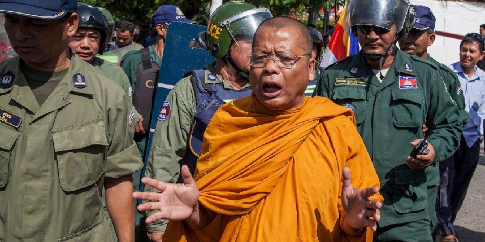Decenas de monjes realizaron la huelga de hambre para pedir justicia electoral. Foto:Getty