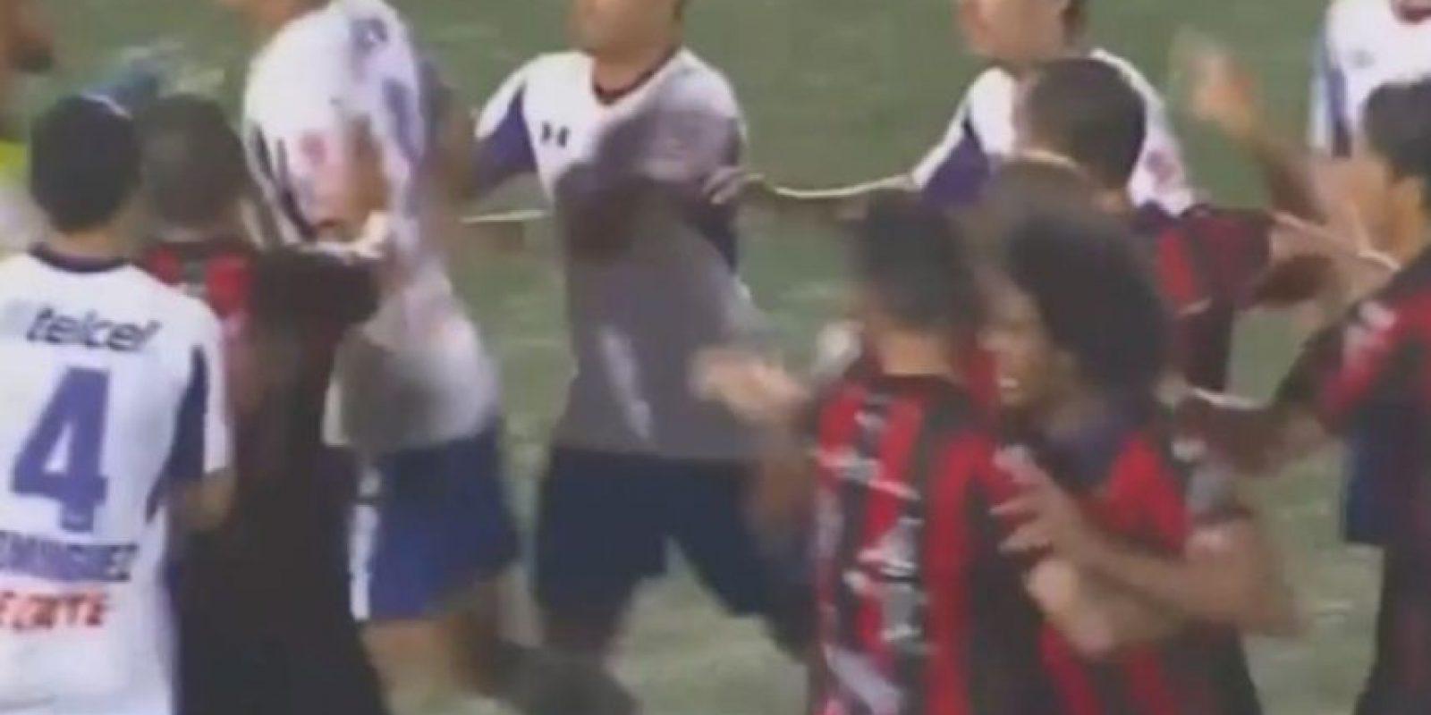 Alajuelense vs. Cruz Azul: Los celestes necesitaban ganar en tierras ticas para continuar con vida en la Concachampions de esta campaña. Foto:YouTube /FoxSports