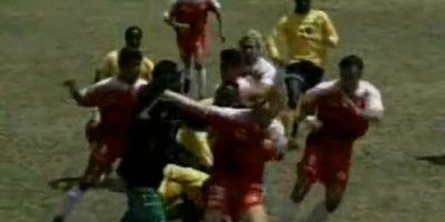 Toros Neza vs Selección de Jamaica: En 1997, los caribeños se preparaban para enfrentarse a México en la eliminatoria rumbo al Mundial de Francia 1998, pero antes tuvieron un partido de preparación Foto:YouTube / Televisa Deportes