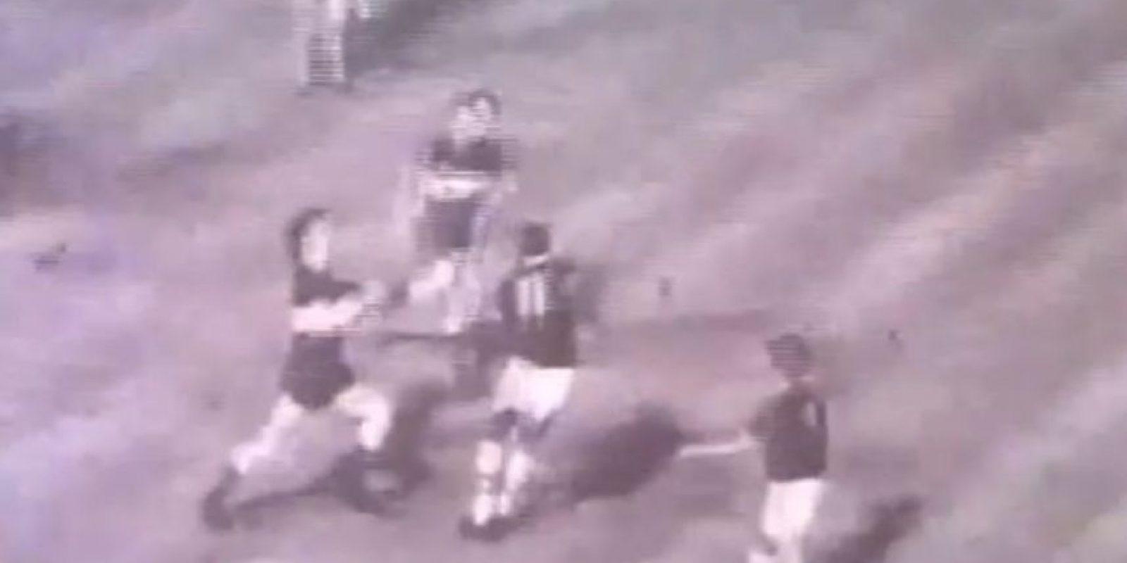 La batalla de la Bombonera de 1971: El partido de Copa Libertadores de 1971 entre Boca Juniors y Sporting Cristal se dio por finalizado cuando faltaba un minuto. Foto:YouTube / fideoboca