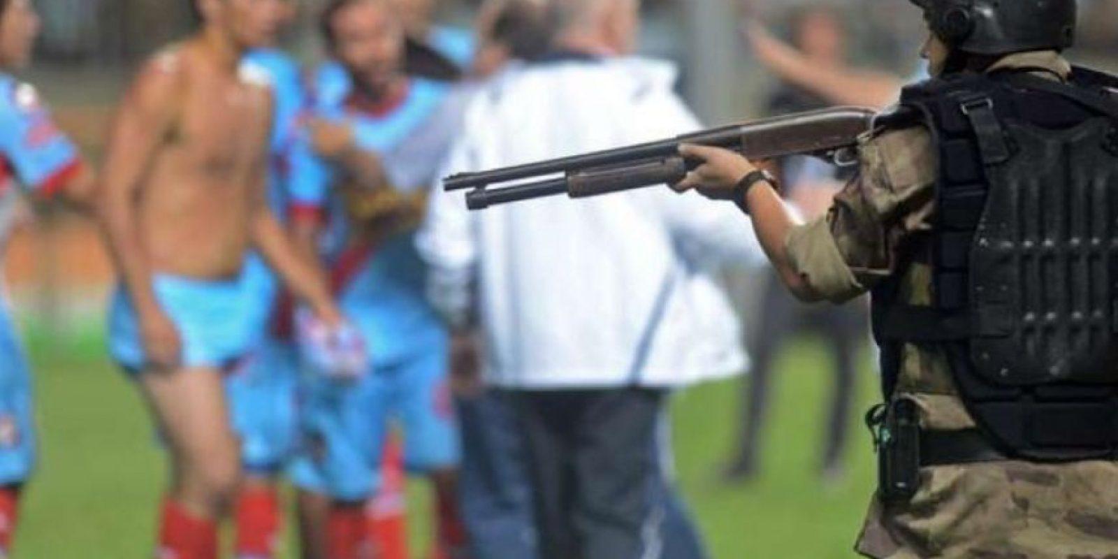 Atlético Mineiro y Arsenal, de las grescas más recientes. En abril del año pasado, en partido también de la Libertadores, los hombres del Arsenal de Sarandí se enfrentaron con la policía de Belo Horizonte. Foto: Getty Foto:Getty Images
