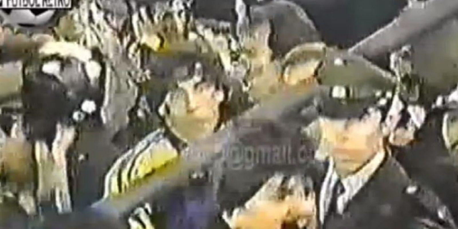 Luego de la pelea el partido continuó y los chilenos pasaron a la final del torneo. Foto:YouTube / Fútbol Retro