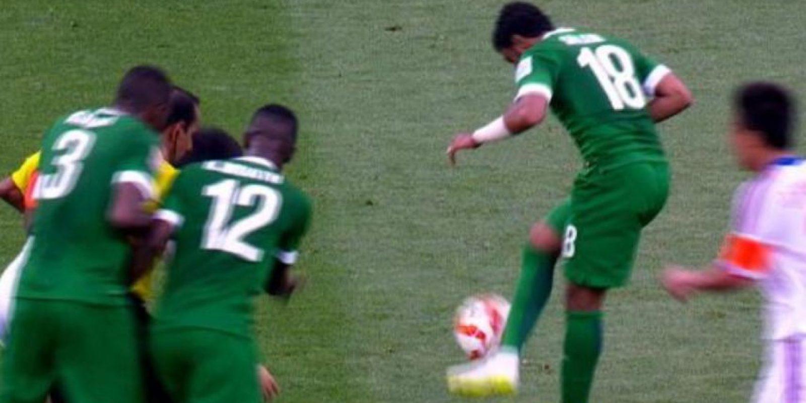 Salem Al Dawsari dominó el balón. Foto:vía YouTube