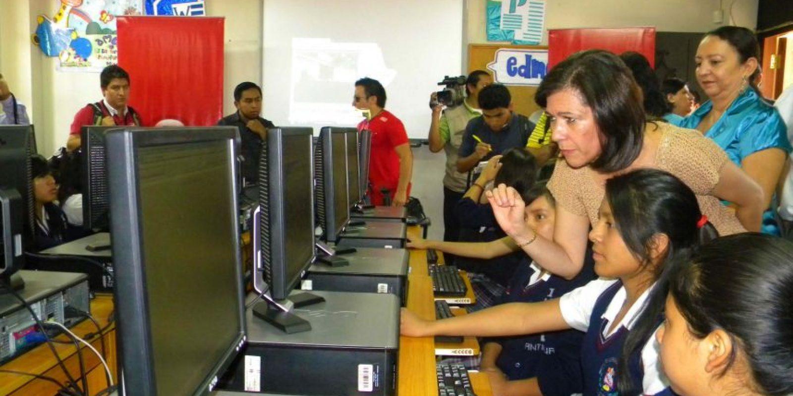 La funcionaria supervisa los centros. Foto:Publinews