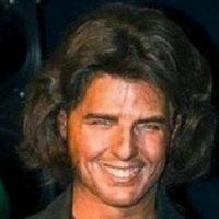 ¿Quién es él? ¿Una estrella porno en decadencia en los años 80? Foto:Albanpix