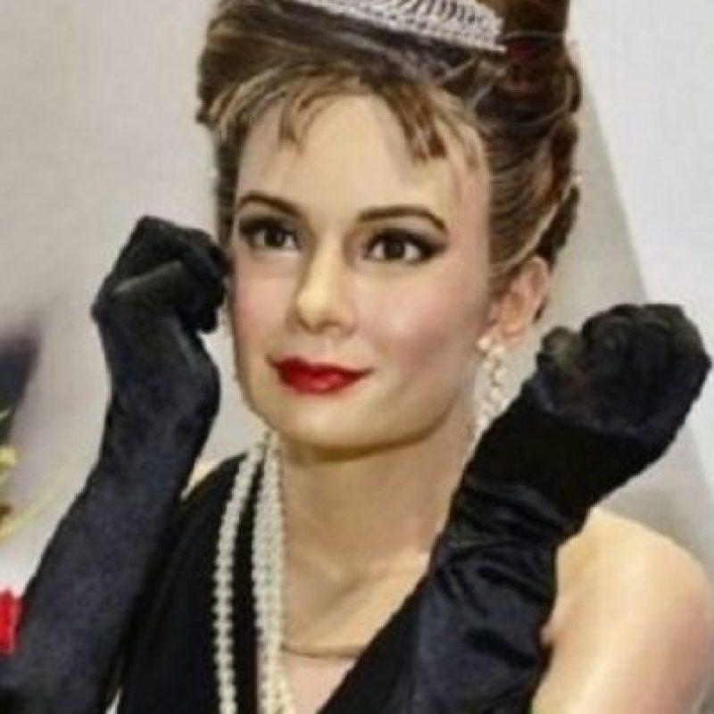 Audrey Hepburn. Con mucho bótox y un mal maquillaje. Foto:Albanpix
