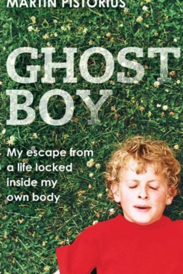 Todo lo podía oír. Escribió un libro al respecto, pues estuvo atrapado 12 años dentro de su propio cuerpo. Foto:MartinPistorius.com