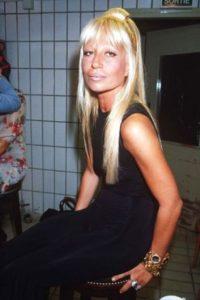 ¿Qué tal hablar de Donatella Versace en los 90? Foto:Vogue