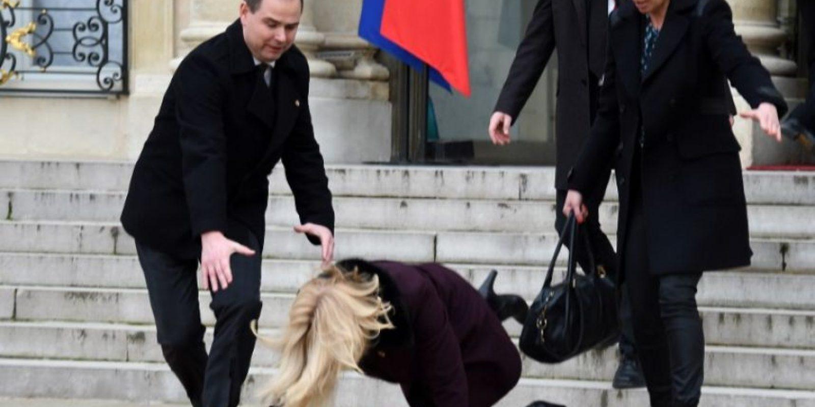 Helle Thorning-Schmidt, la Primer Ministro de Dinamarca, sufre una caída durante la Marcha Republicana Foto:AFP