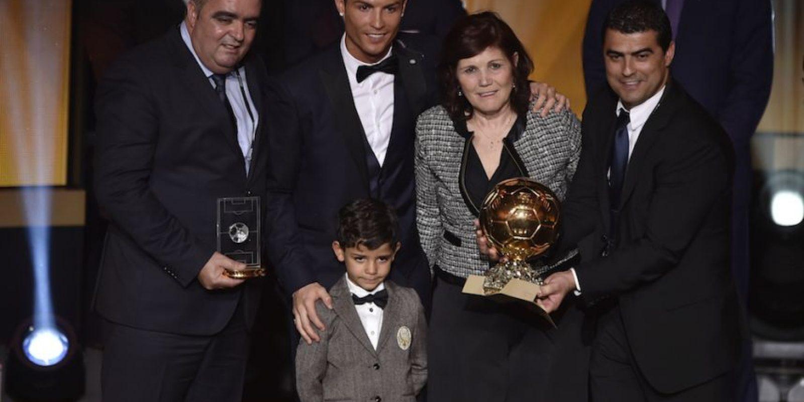 Dolores acompañó a su hijo a la gala donde obtuvo su tercer Balón de Oro. Foto:AFP