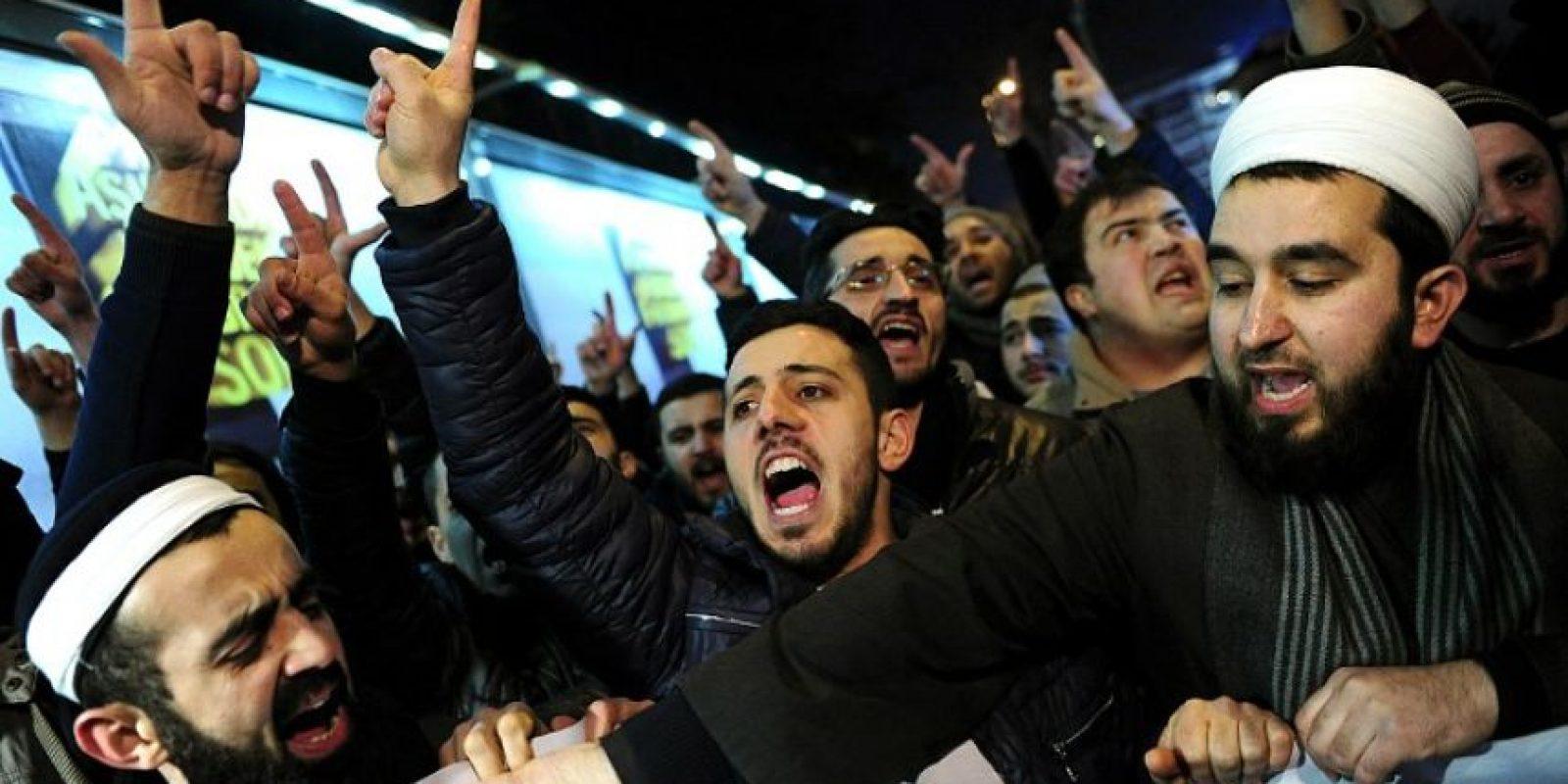 El mundo musulmán condena la nueva portada Foto:AFP