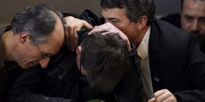 Editor de la publicación llora al presentar la nueva portada Foto:AFP