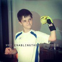 """La organización """"E-Nable"""" es la responsable de la prótesis de Liam y de otros niños. Foto:Facebook/E-Nable"""