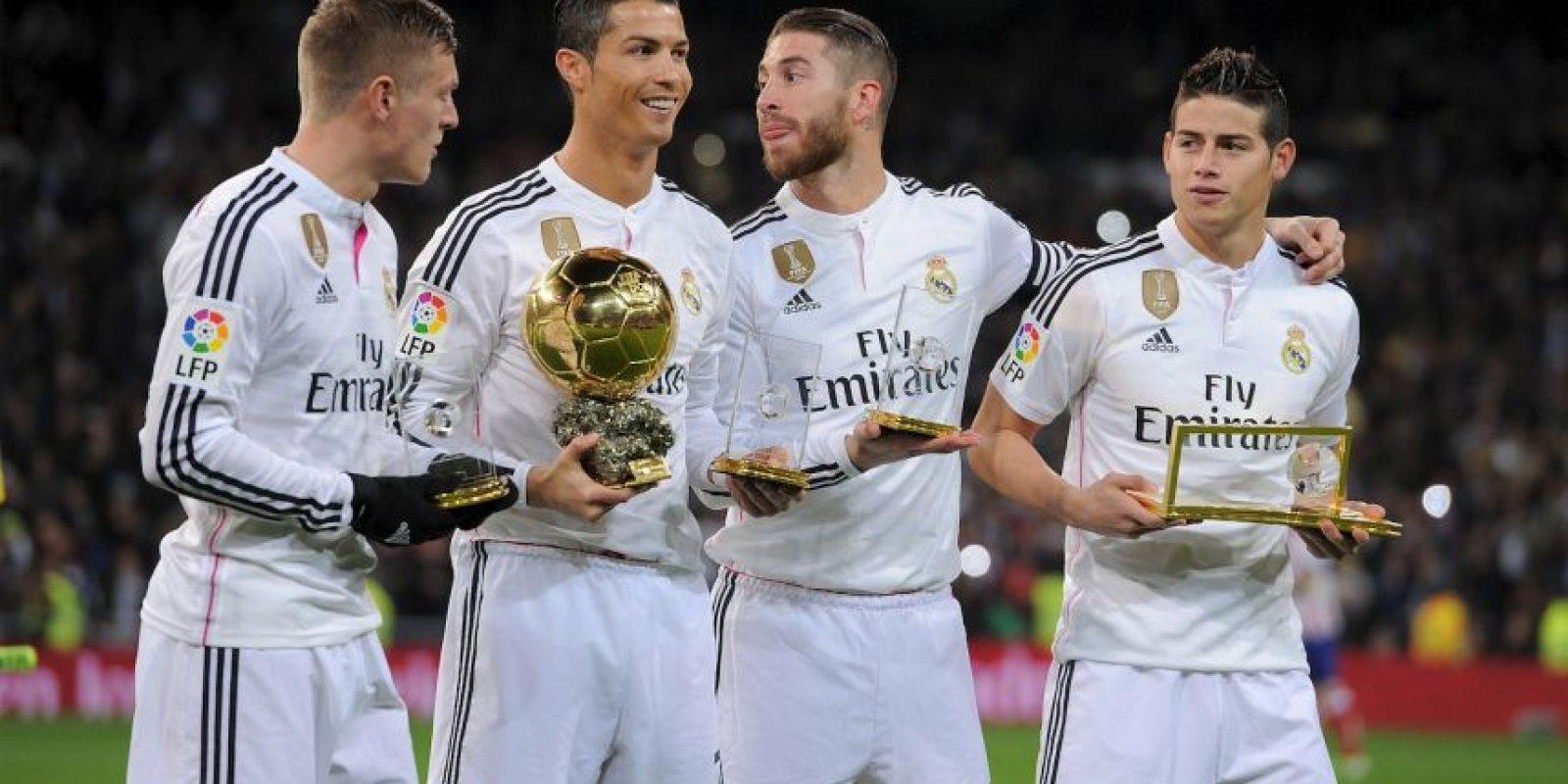 Presumió su trofeo en el Santiago Bernabéu Foto:Getty