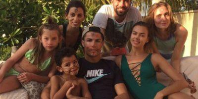 El 23 de diciembre, Cristiano subió una foto en sus vacaciones con Irina y su familia. Foto:instagram.com/cristiano