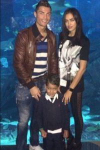 Ronaldo, su hijo e Irina en una visita al acuario en diciembre de 2013. Foto:instagram.com/cristiano