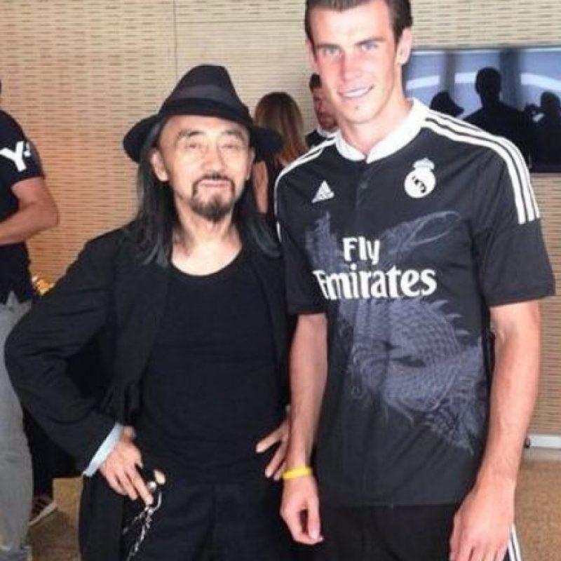 Con el diseñador de la camiseta negra del Real Madrid Foto:instagram.com/garethbale11