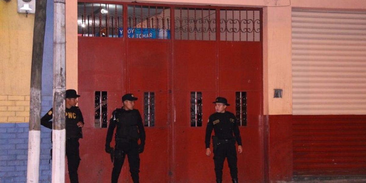 Capturan a tres familiares que prostituían a mujeres en zona 7