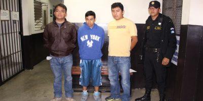 Policía persigue a tres asaltantes