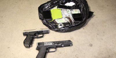 El botín y las pistolas que usaban. Foto:PNC