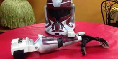 Niño recibe brazo impreso en 3D de parte de los Stormstroppers