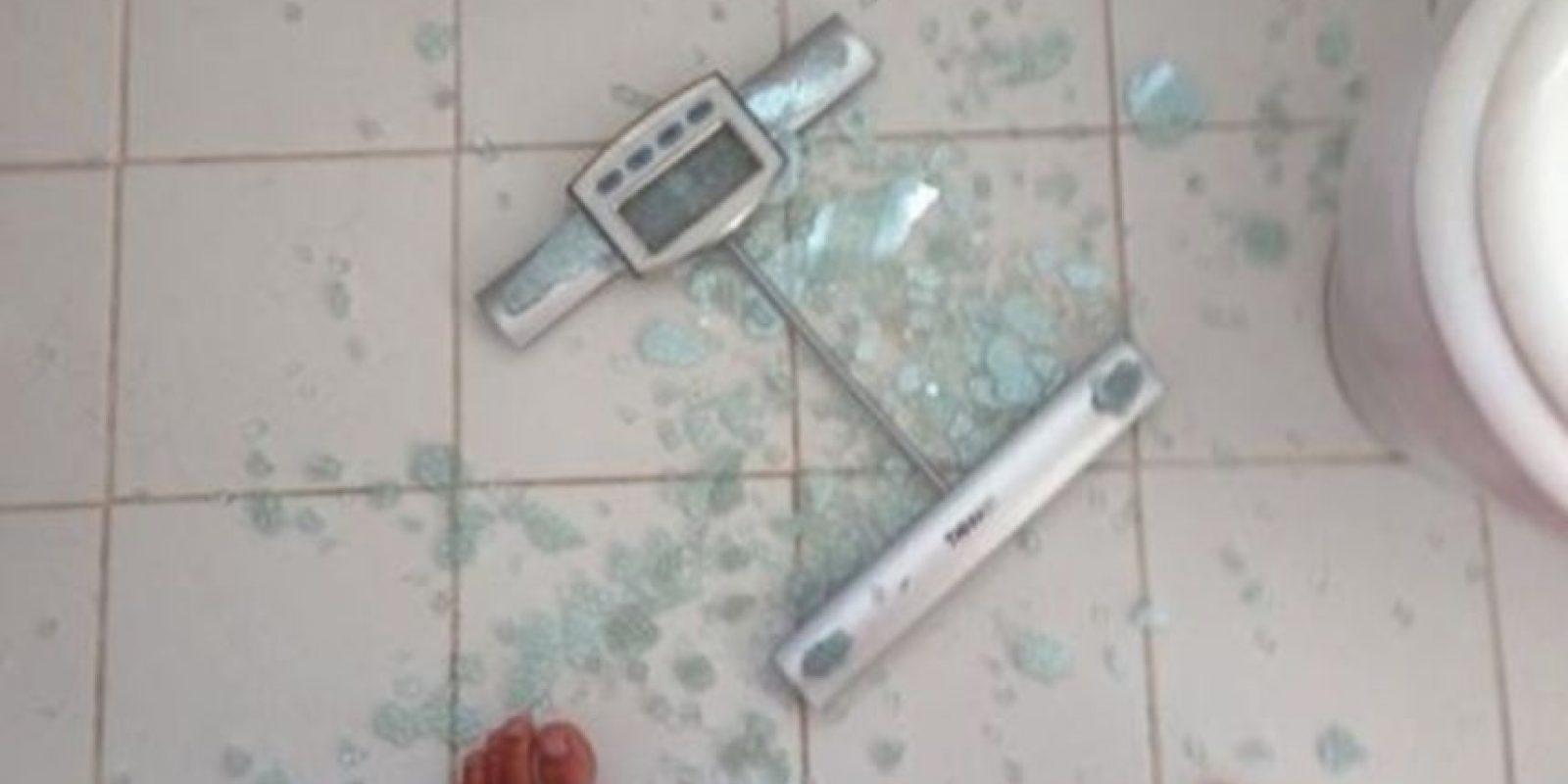 Si rompiste la pesa, algo no está bien. Foto:HumorTrain
