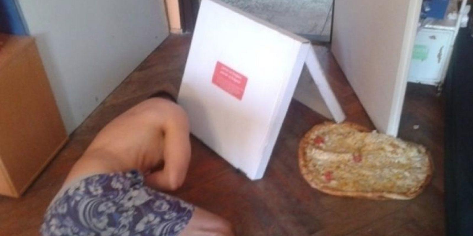 Toda esa pizza echada a perder por una borrachera. Foto:Imgur