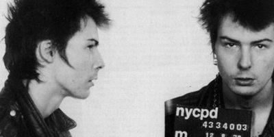 El famoso bajista de Sex Pistols fue arrestado tras asesinar a su novia, Nancy Spungen. En 1978, fue violado mientras cumplía su condena en prisión. Foto:Getty Images