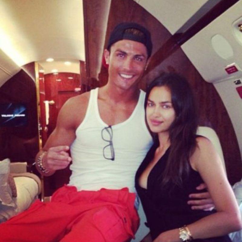 Así viajaban en avión Ronaldo y Shaylk en junio de 2013. Foto:instagram.com/cristiano