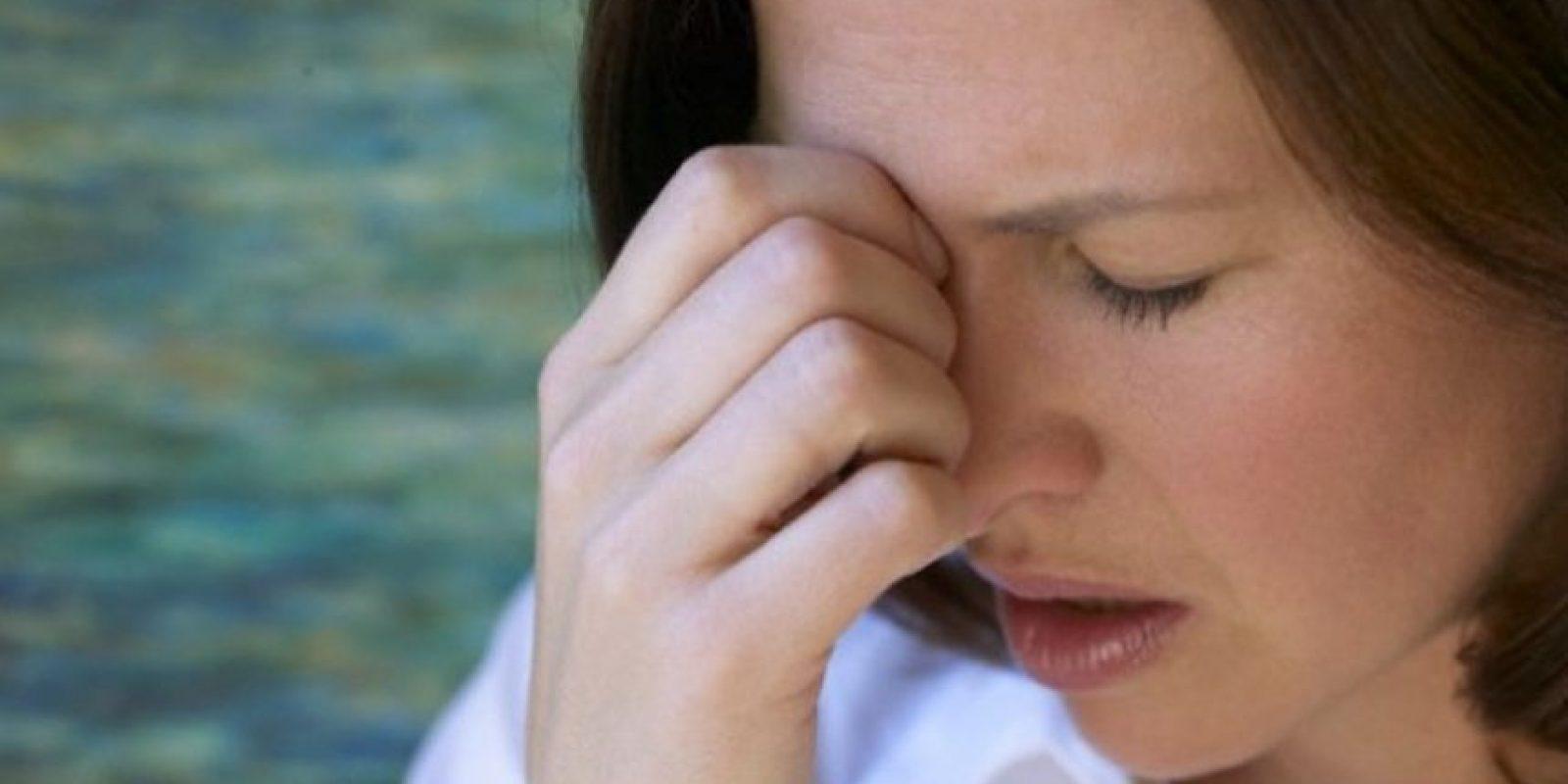 Los enojos constantes afectan fuertemente al corazón, aumentando el ritmo cardiaco, presión arterial, flujo sanguíneo y produciendo taquicardia, y en personas susceptibles pueden llevar a un infarto. Foto:Tumblr.com/Tagged-molesto