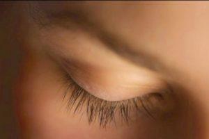 Otro hallazgo interesante fue que el cerrar los ojos también nos puede ayudar a recordar sucesos que acontecieron hace años. Foto:Tumblr.com/tagged-cerrar-ojos