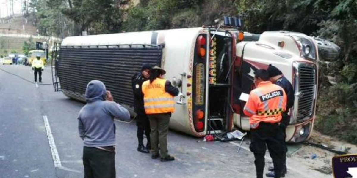 15 heridos tras volcar bus extraurbano en ruta Interamericana