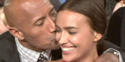 """La modelo y el luchador se compenetraron muy bien durante la grabación de la película """"Hércules"""" Foto:Twitter"""