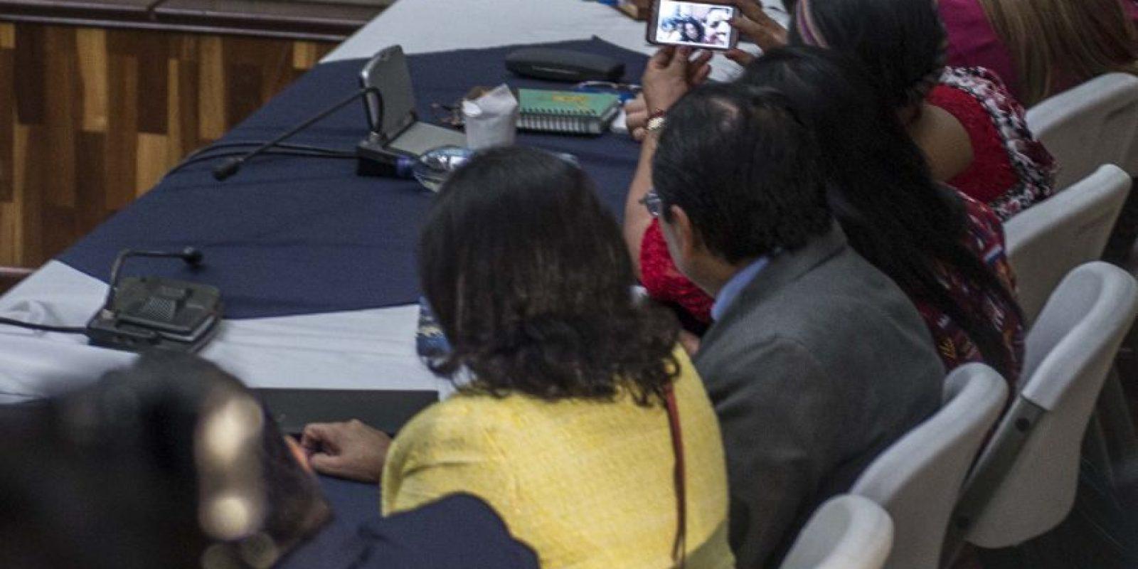 """Rigoberta Menchú se hizo una """"selfie"""" antes de empezar el juicio Foto:Oliver de Ros"""