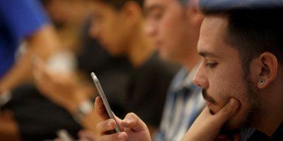 En el estudio, publicado en Arxiv.org, se menciona que el uso de sitios o de redes sociales se asocia con un nivel de confianza social baja. Foto:Tumblr/Tagged-parejas-redes