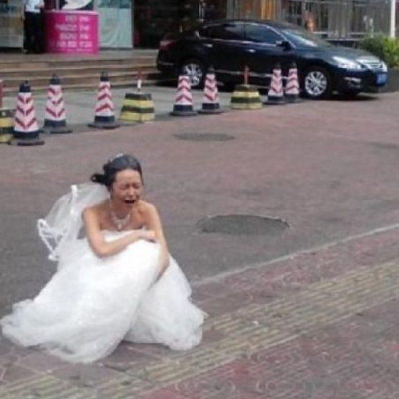 Y a ella, humillada. Foto:Weibo