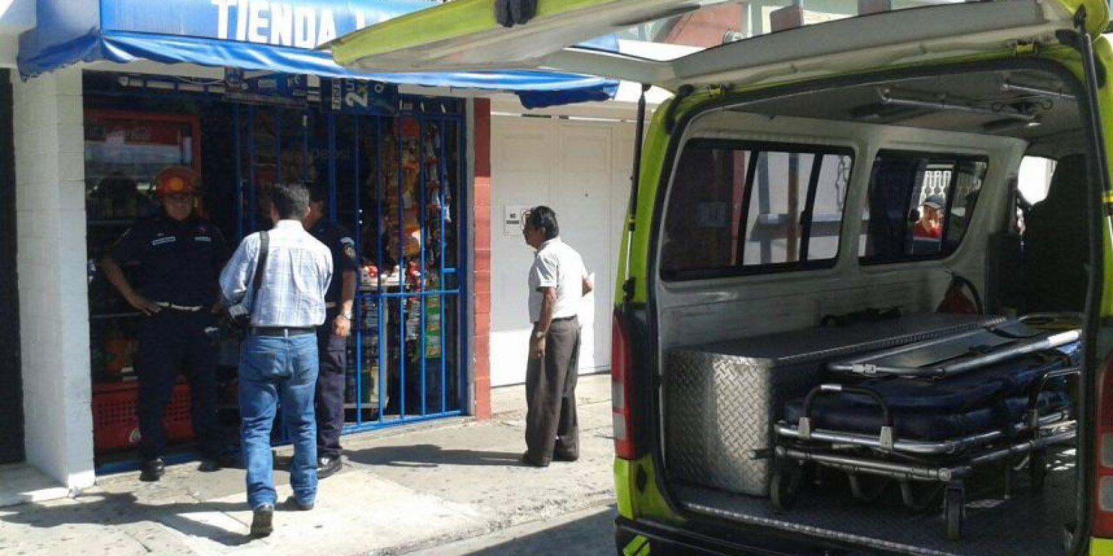 El dependiente ha sido herido en la 6a. calle y 7a. avenida, zona 2. Foto:CBM