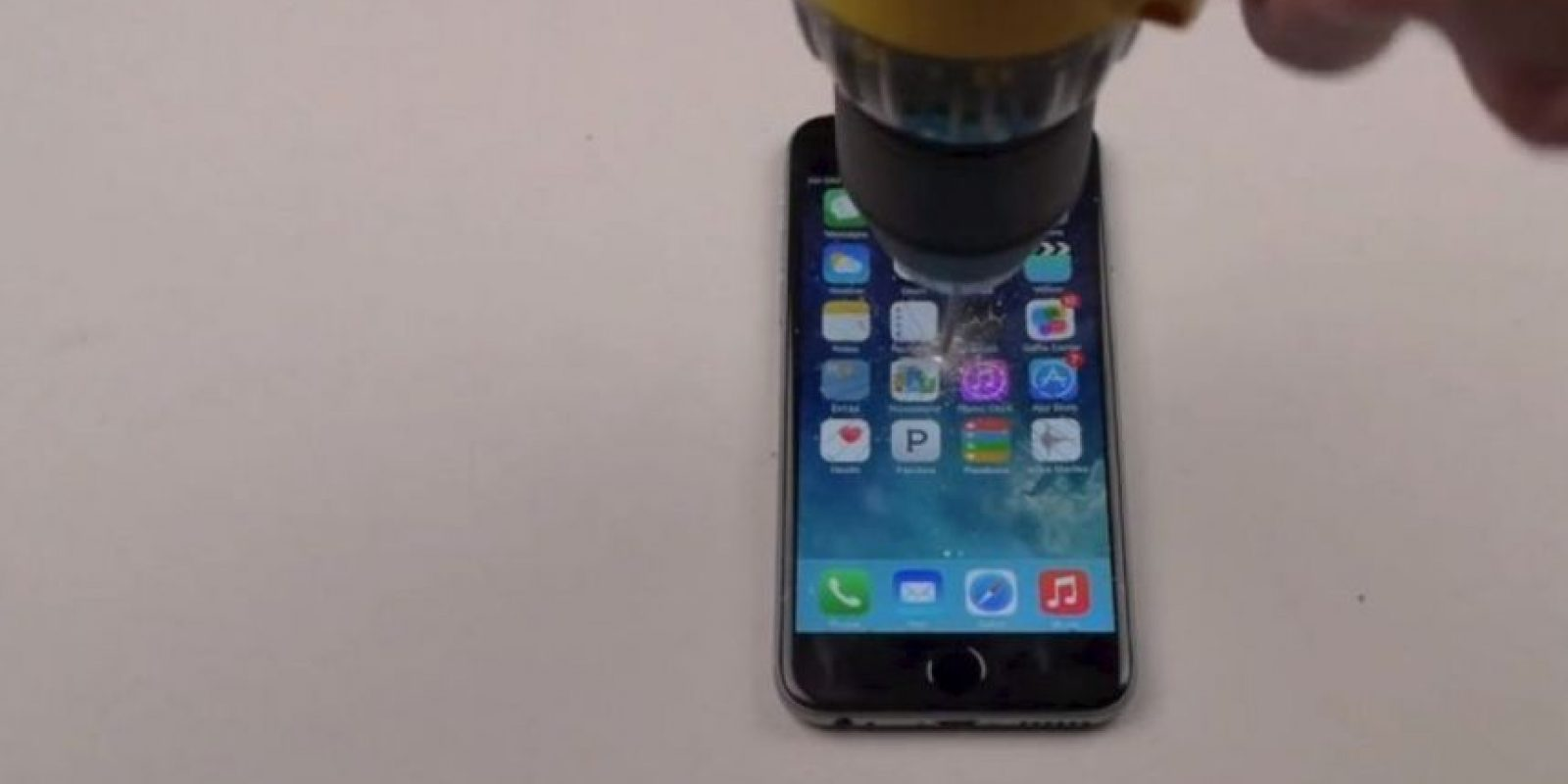 iPhone 6 Plus contra un taladro. Foto: FullMag