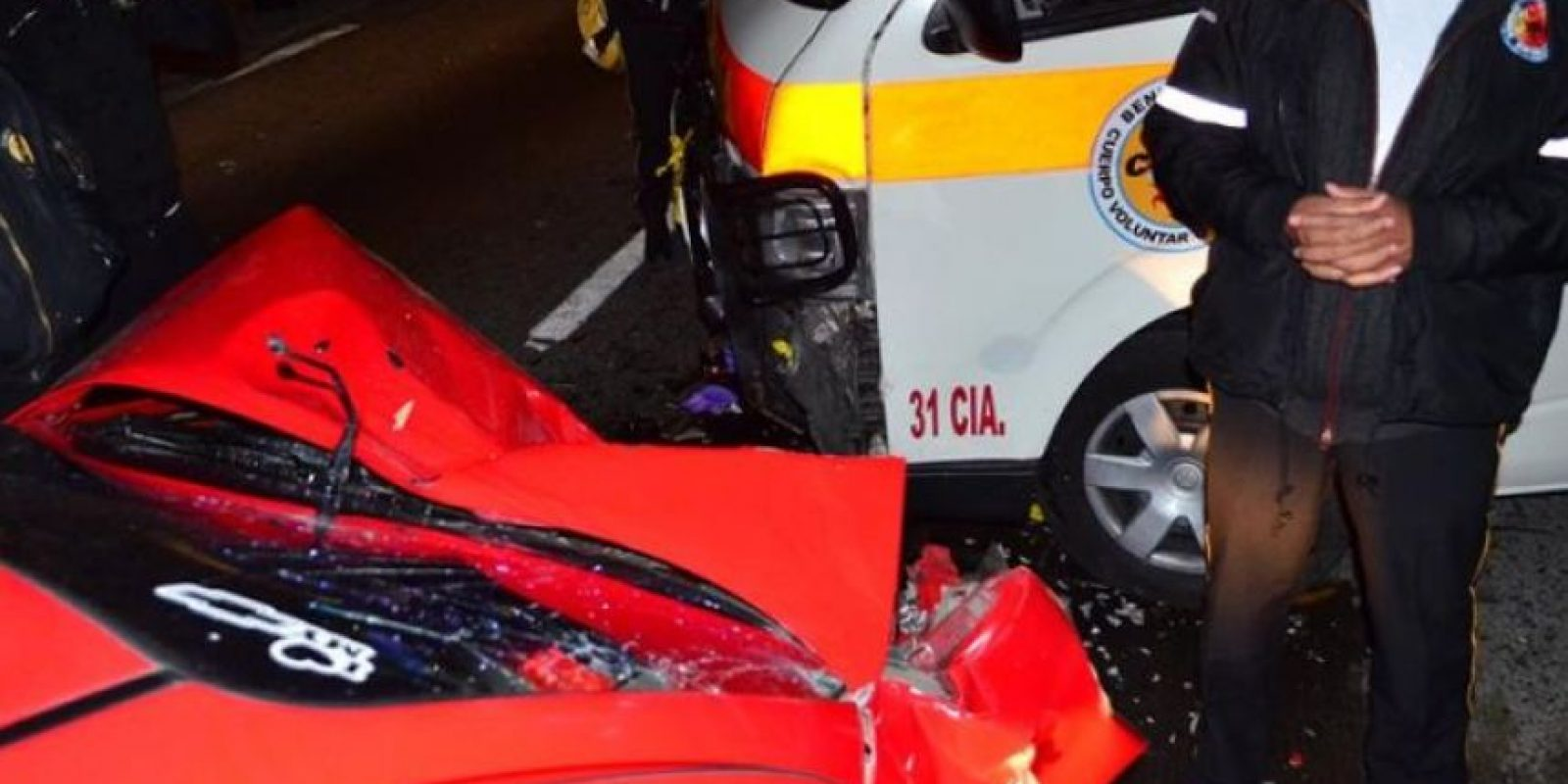 Dos paramédicos fueron heridos. Foto:CVB