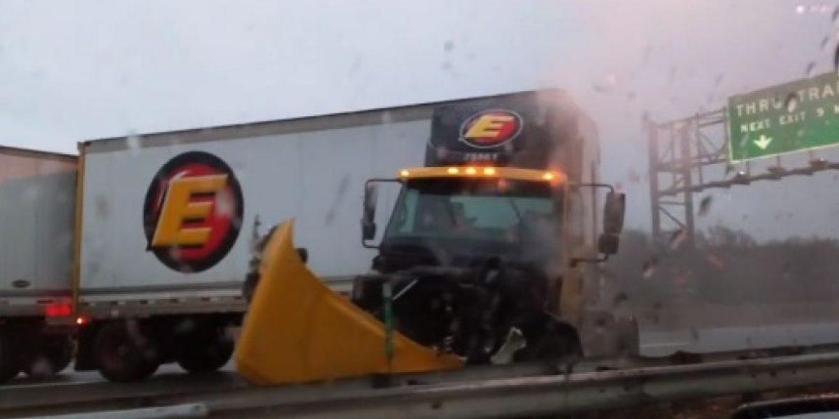 VIDEO: Conductor estuvo a instantes de morir... ¡y lo grabó todo!