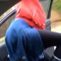 """Brittany Symone nunca imaginó que cuando se hace """"twerking"""" en un auto con las puertas abiertas, puede pasar lo peor. Foto:Vine"""