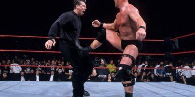 Solo quedaban en el ring, Vince McMahon y Stone Cold Foto:WWE