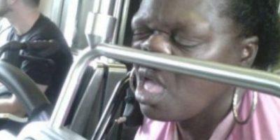 FOTOS: Las 42 peores formas de dormir en el transporte público