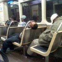 ¡No despiertes, no despiertes! Tu nariz podría sufrir graves daños Foto:Know Your Meme